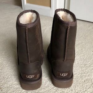 NEW Classic short leather UGGS.